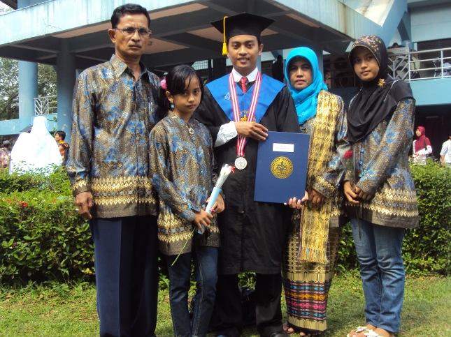 Aku,Ayah,Bunda dan Adikku